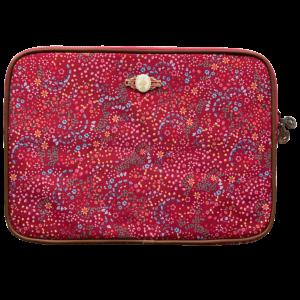 Czerwony pokrowiec - etui na laptopa w różnokolowe kwiaty z syntetycznego materiału lepszego od skóry.