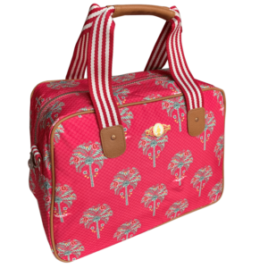 Czerwona torba z eleganckimi motywami palm z syntetycznego materiału ze skórzanymi wstawkami.